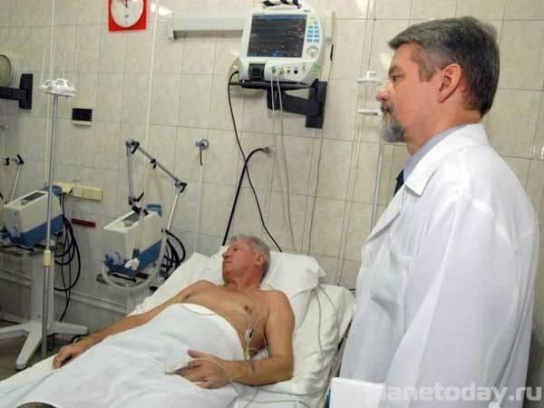 Врачи луганской больницы спасают раненых мирных жителей и ополченцев