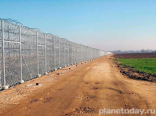 Це перемога! Великая Украинская Стена успешно распилена чиновниками