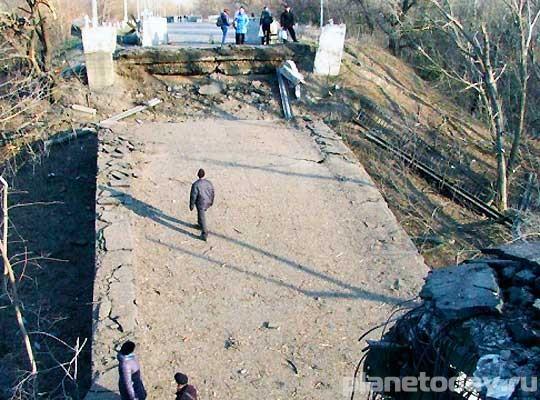 Взрыв моста в Станице Луганской