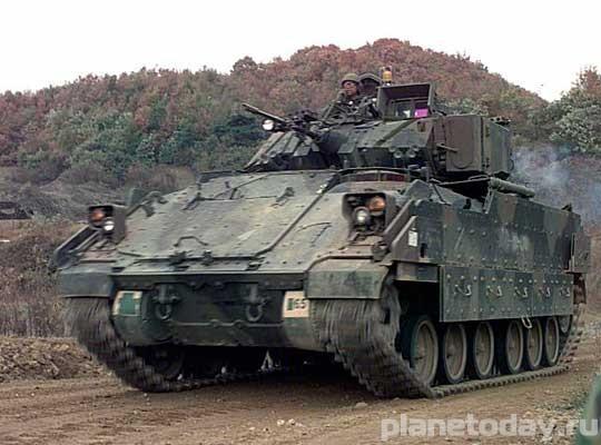 США наплевали на Минские договоренности и начали поставлять танки в Украину