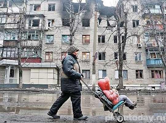 Полувоенный полумирный Донбасс