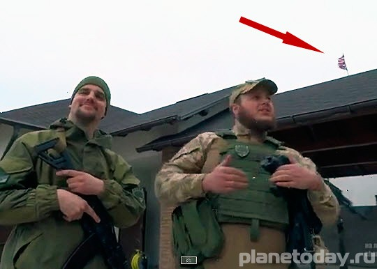 Широкино доброволец из полка Азов поднял флаг США