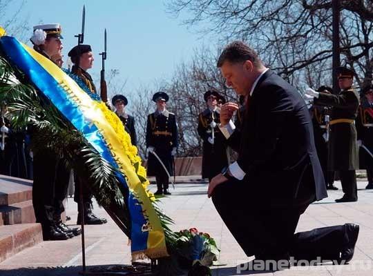 """Одесса встретила Порошенко криками """"Убийца"""" и """"Донбасс, мы с тобой"""""""