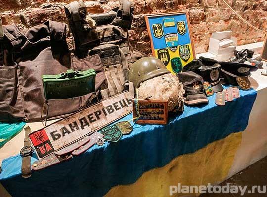 В музее Новороссии петербуржцам покажут итальянские каски и немецкие номера машин