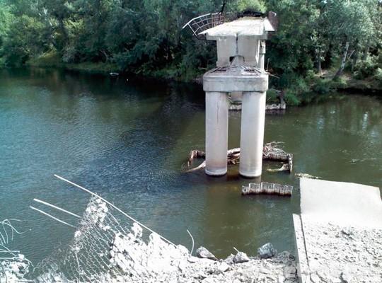 ВСН и ВСУ сообща строят мост в Станице Луганской