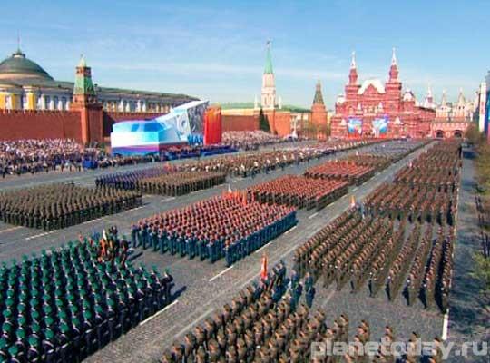 Парад Победы 9 мая на Красной Площади - самый крупный и самый грандиозный