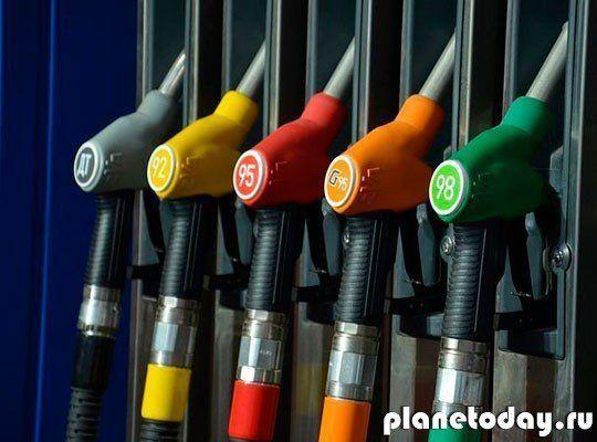 В ДНР бензин подешевел на 10 рублей