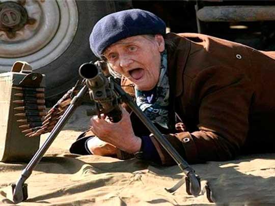 В бой идут одни старики: Порошенко объявил мобилизацию пенсионеров