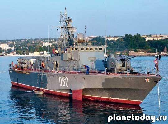 В Севастополе началось построение кораблей Черноморского флота к Параду Победы