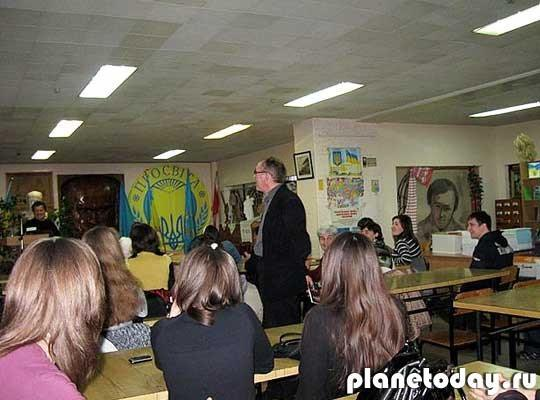 В Украинско-Канадском центре в Луганске найдены тысячи нацистских книг