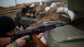 Ополчение не поддается на провокации Киева, заявил генерал ДНР