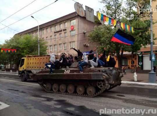 """Мариуполь отметил """"Националистический Первомай"""""""