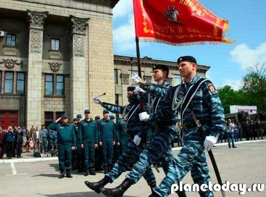 Луганской полиции вручили боевое знамя