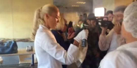 """""""Это уже тренд"""": ведущую программы """"Ревизорро"""" силой вытолкали из кафе в Мурманске"""