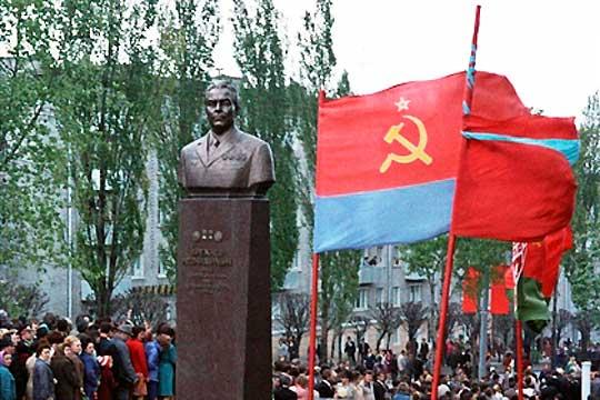 Памятник Брежневу в Днепродзержинске