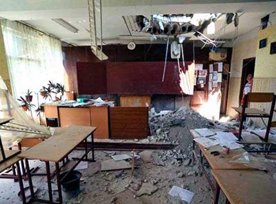 Поврежденные обстрелами школы Петровского района будут реконструированы