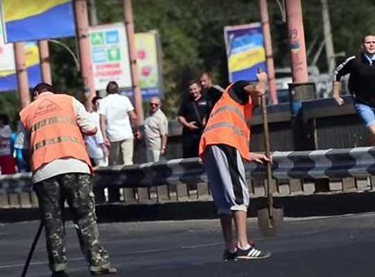 Это Украина, детка! В Николаеве заасфальтировали разводной мост...
