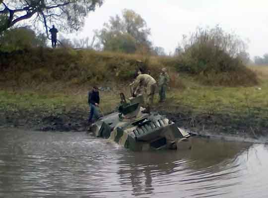 """ВСУ утопили броневик """"Дозор-Б"""" при испытаниях"""