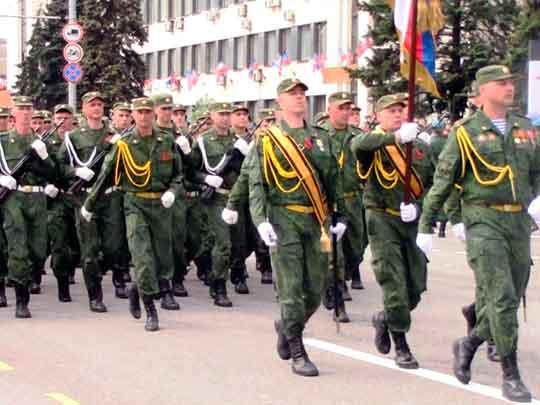 В Донецке прошел Парад Победы