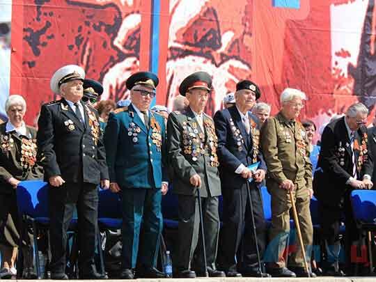 Парад Победы прошел в Луганске
