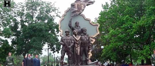В Луганске открыли памятник ополченцам – защитникам ЛНР (видео)