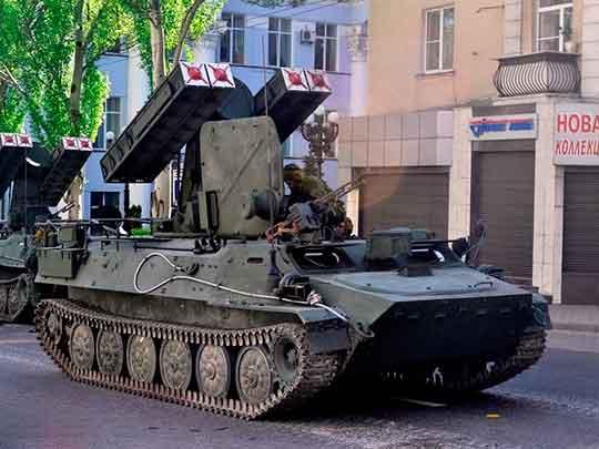 В Донецке прошла первая в этом году масштабная репетиция военного парада Победы